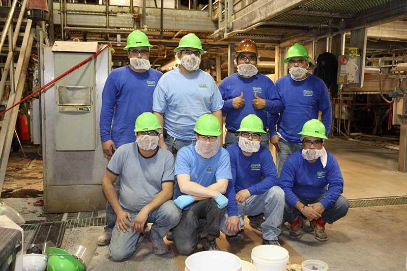deckade-flooring-installation-crew